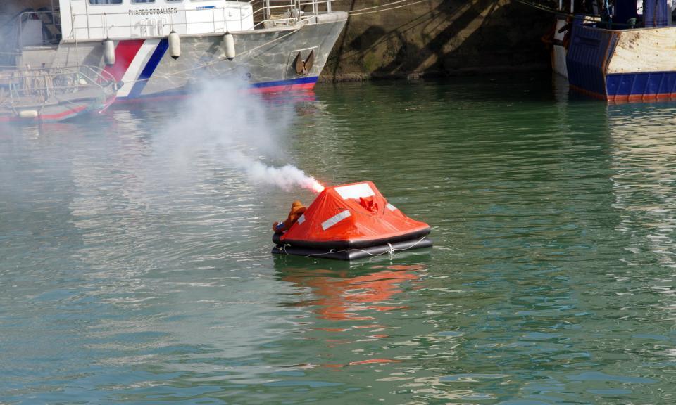 fusée-détresse-déchet-bateau-mer-bretagne