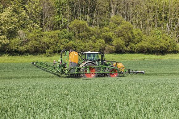pesticides-champs-bretagne